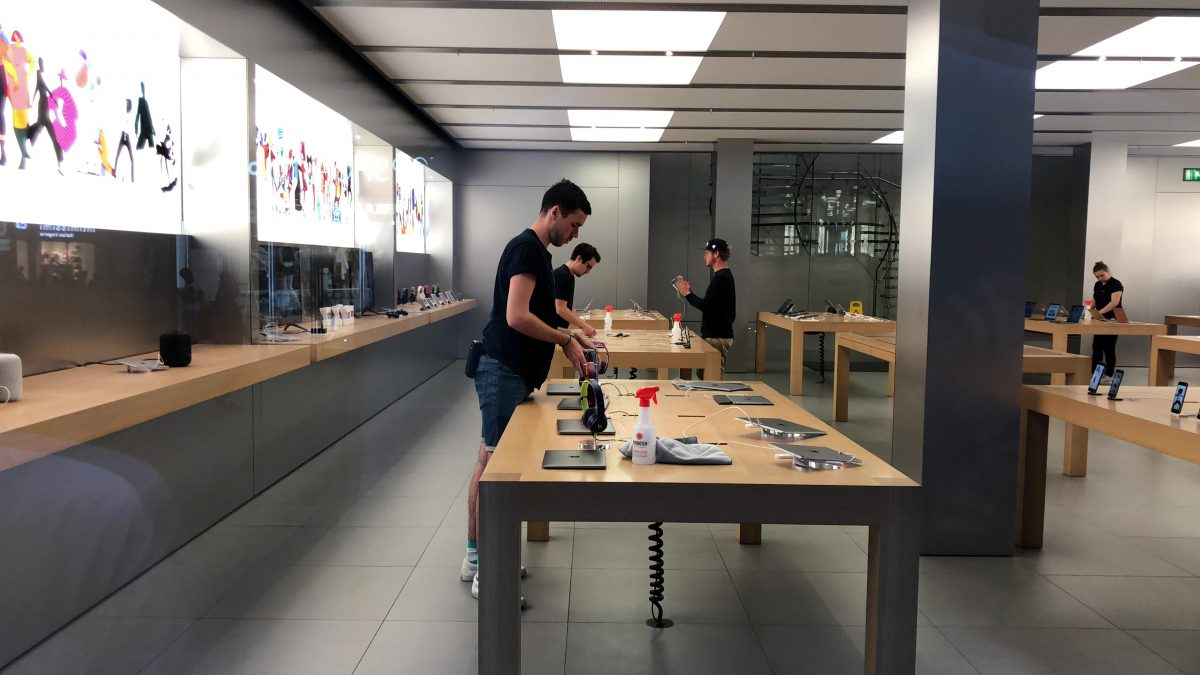 whoosh-and-apple-store-3